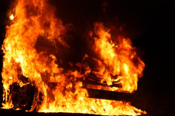 Кола пламна