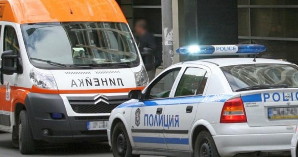 Кола помете две момичета на спирка във Враца