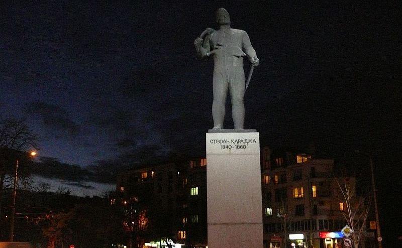 -Караджа-паметник.jpg