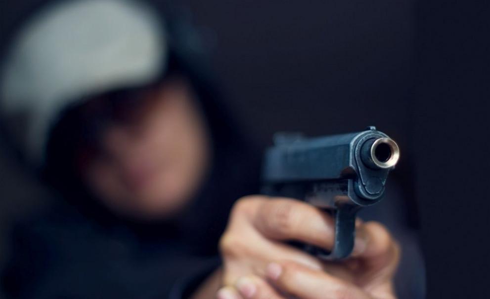 Стреля с пистолет