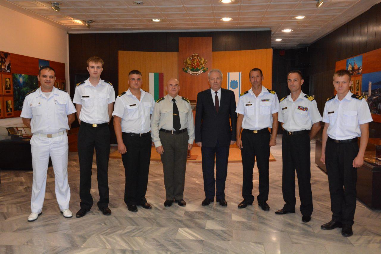 Командири на учебни кораби от ВМС на Украйна посетиха Община Варна-DSC_4052