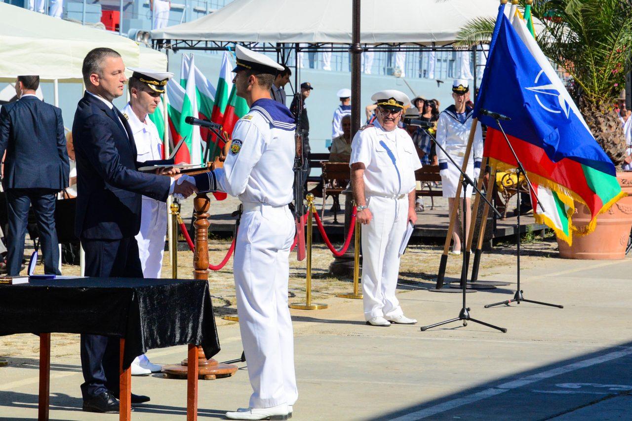 16 курсанти от ВВМУ получиха офицерски пагони-DSC_3484