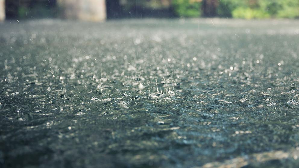 heavy_rain_splashes_shutterstock_148721882.jpg