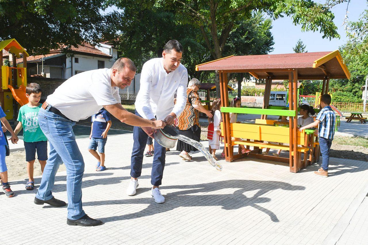 Иван Тотев, Борислав Инчев и Марияна Радичева официално откриха нови игрови площадки 03