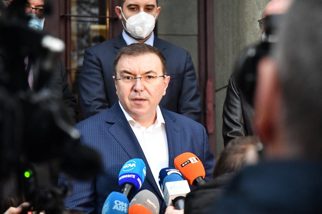 Първата ваксина, Коронавирус, Министър Костадин Ангелов