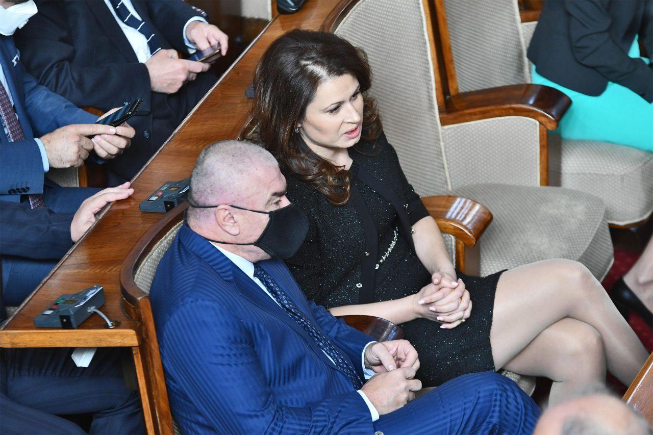 """Парламент, Веселин Марешки без защитен """"скафандър"""" и Кръстина Таскова"""