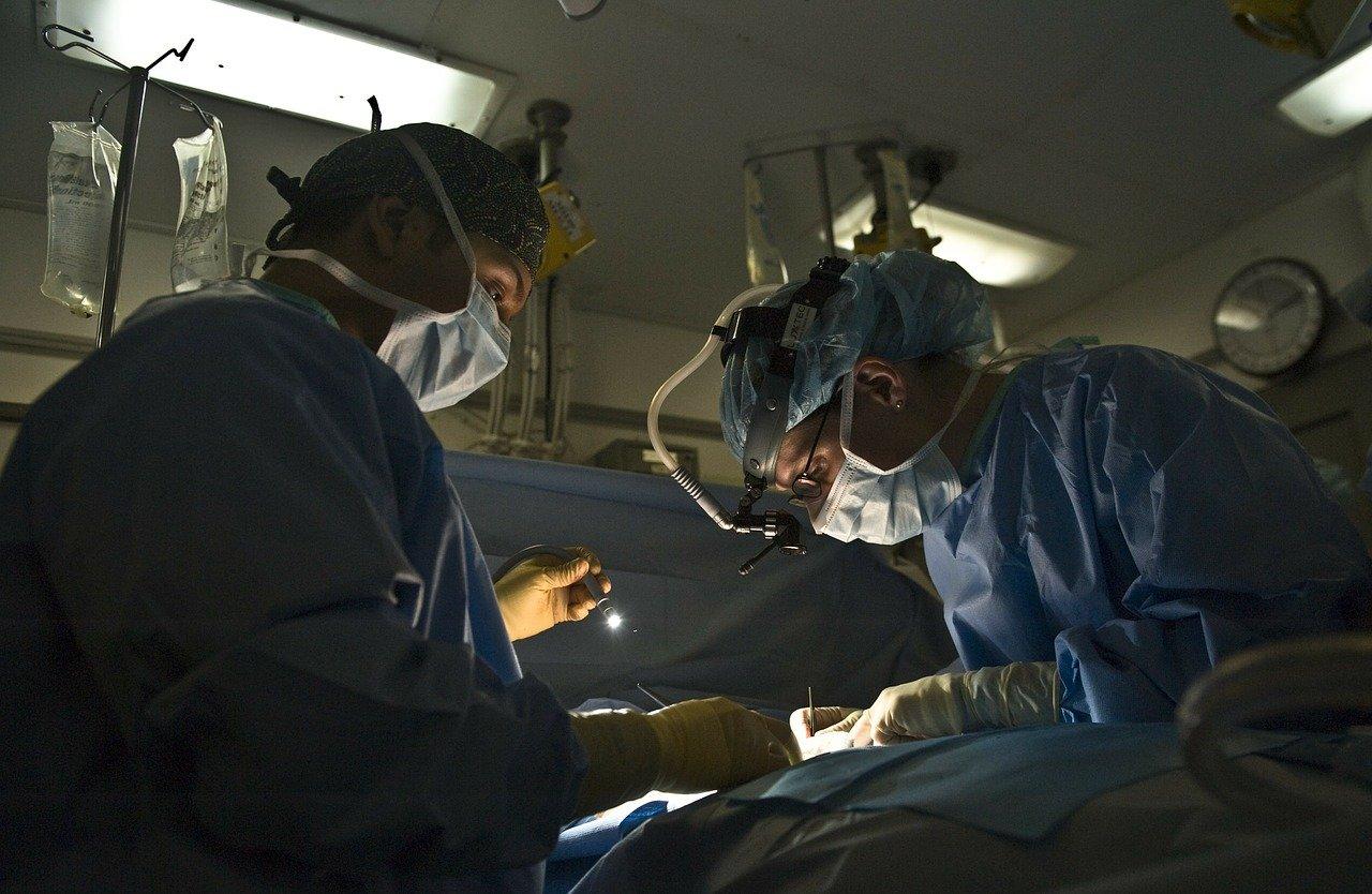 Болница, Лекари, Операция