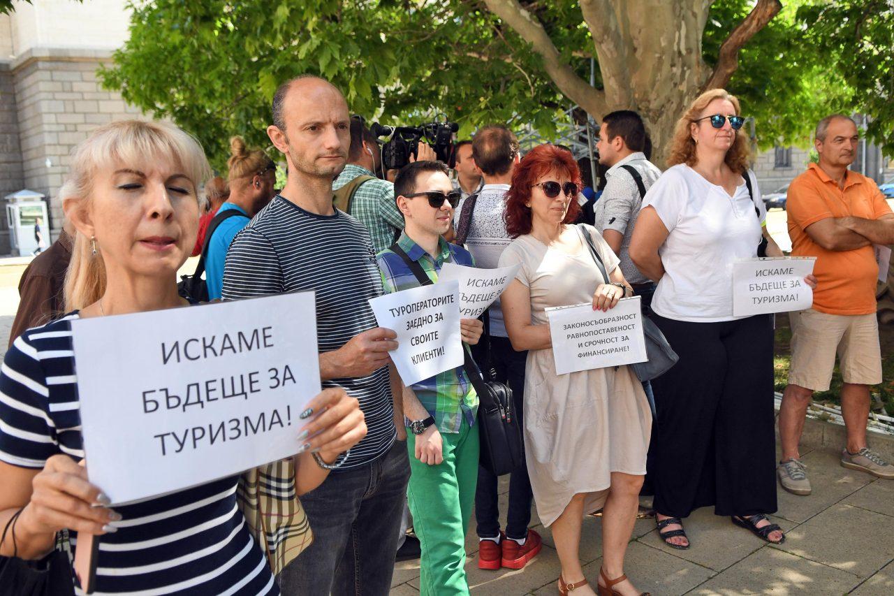 -на-туристическия-бранш-излязоха-на-протест-пред-президентството-2-1280x853.jpeg